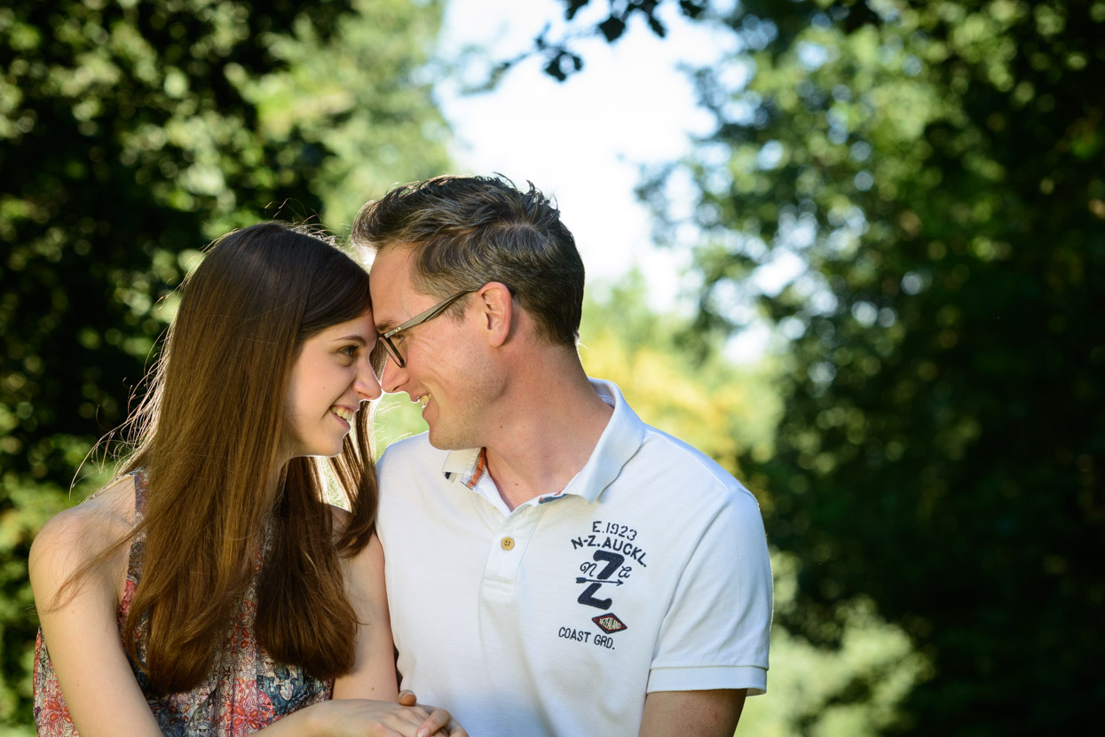 Intieme loveshoot in kasteeltuin: Nikki + Ard