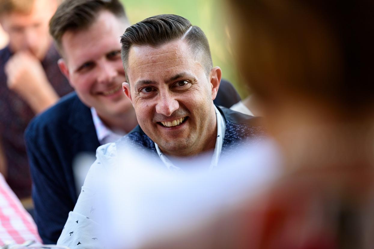 Foto's tijdens een speech op je trouwdag