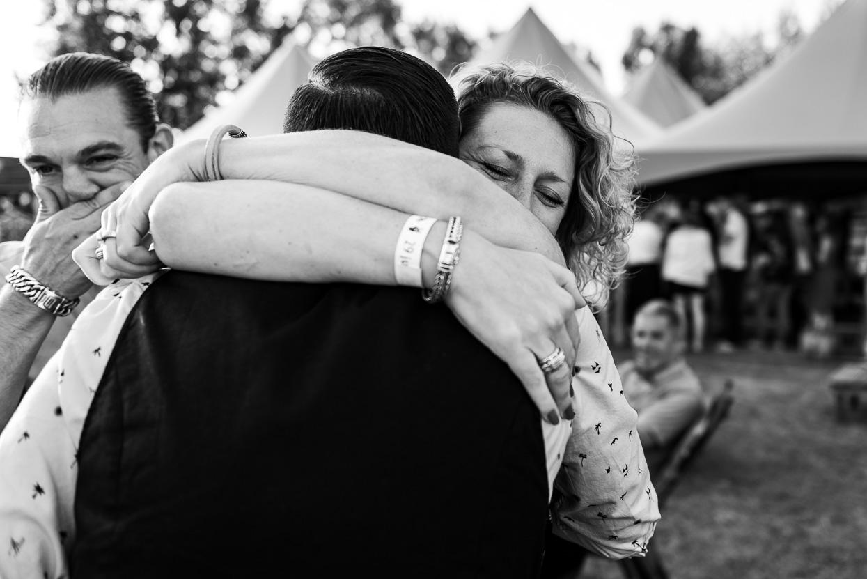 Knuffels en felicitaties op je bruiloft