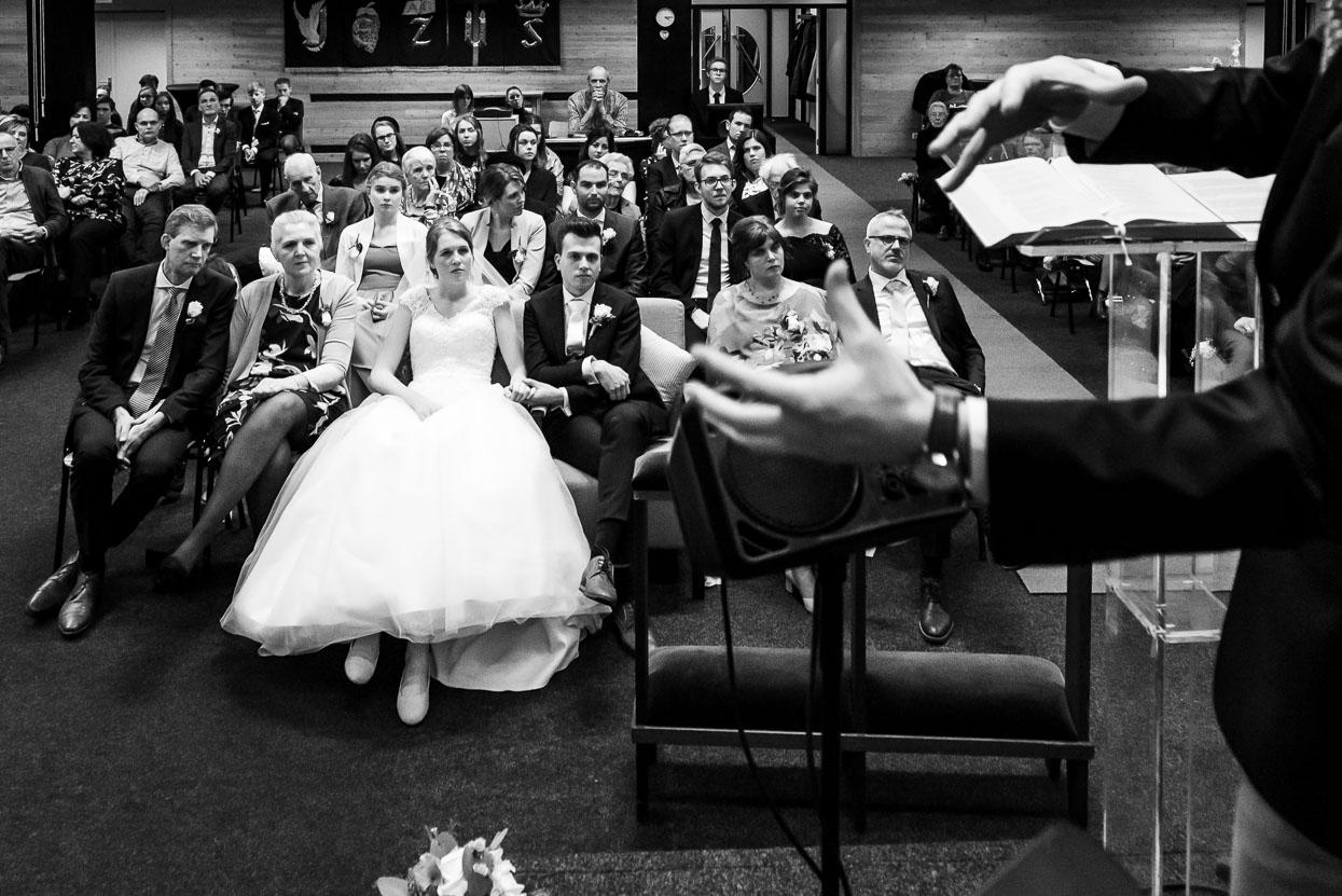 overdenking tijdens de kerkelijke huwelijksinzegening