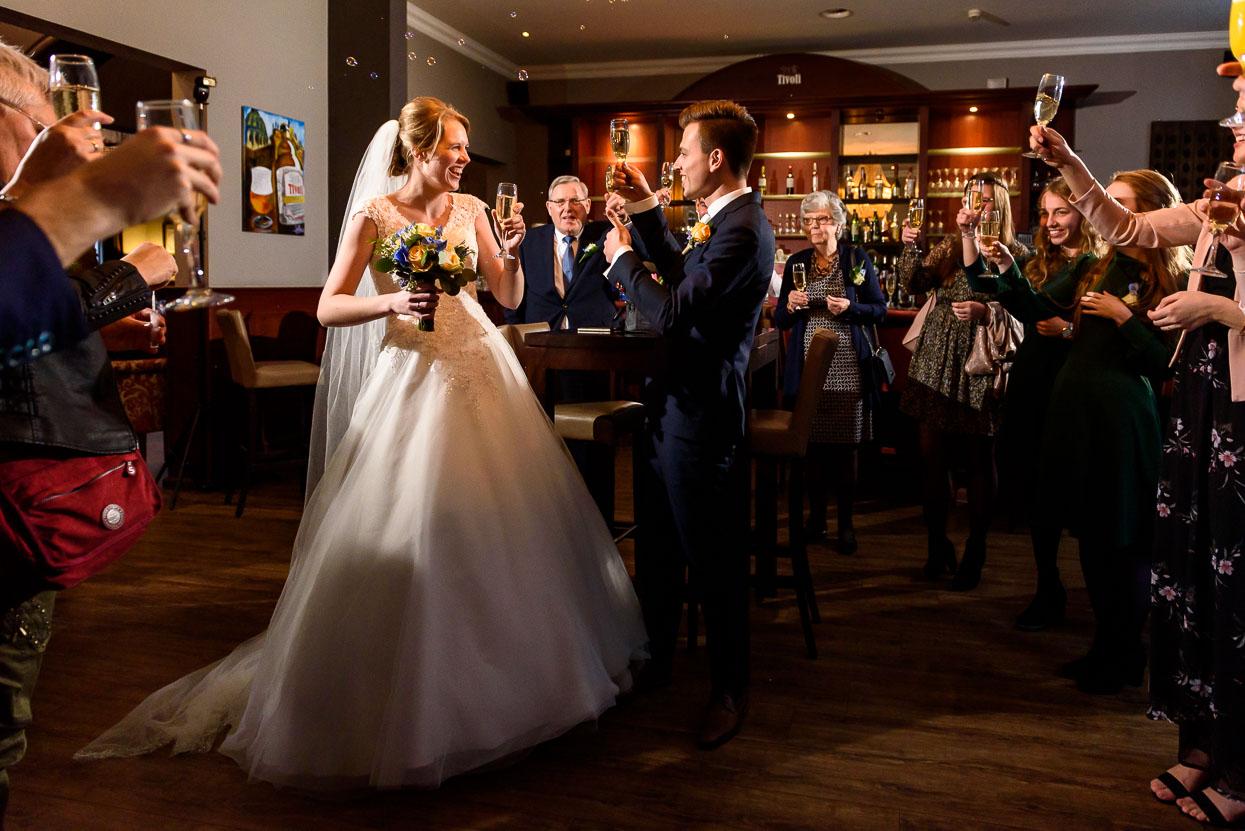 toost op het bruidspaar