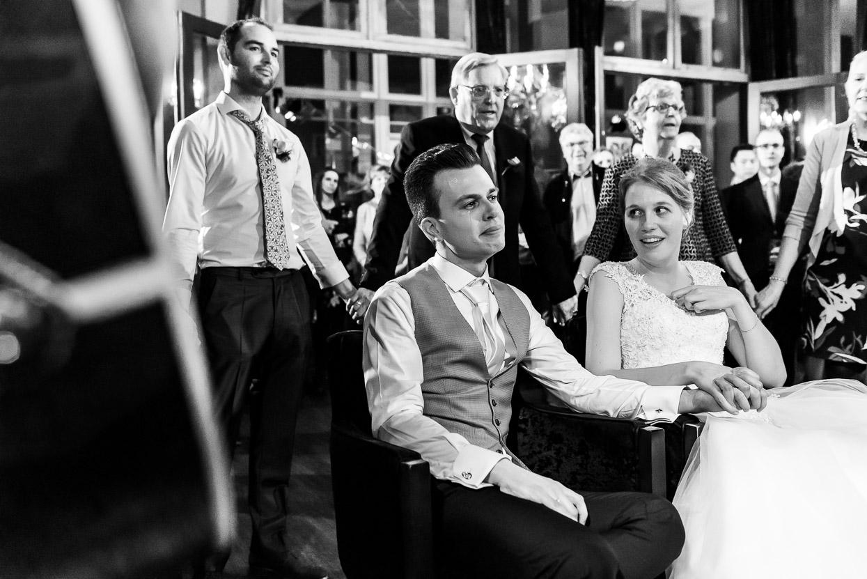 stukjes tijdens het feest op je bruiloft