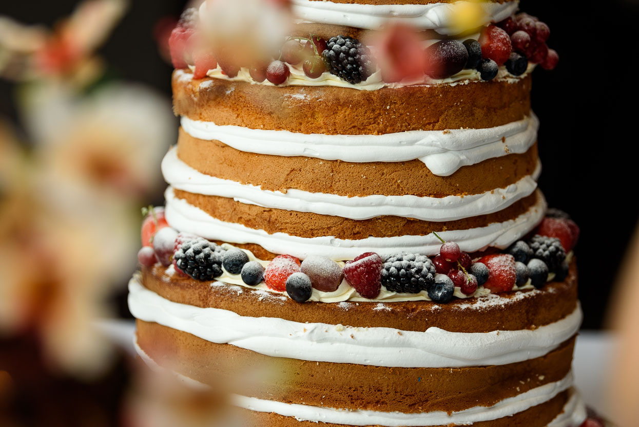 aansnijden van de taart van Taarten van Dion