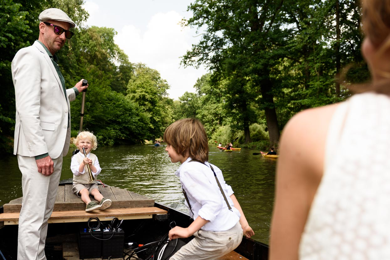 aankomst in huwelijksbootje