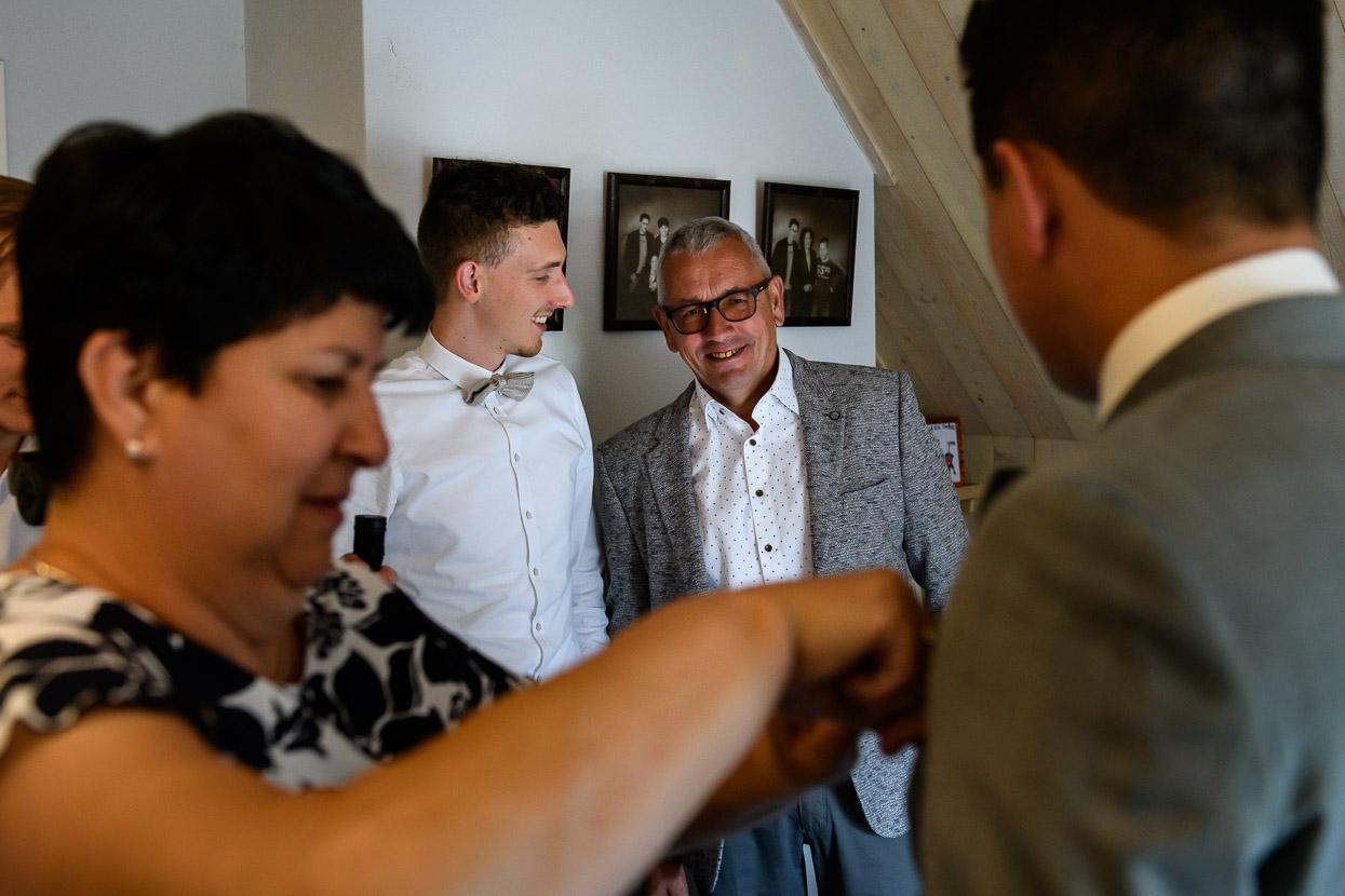 dierbare mensen bij de voorbereidingen van je bruiloft
