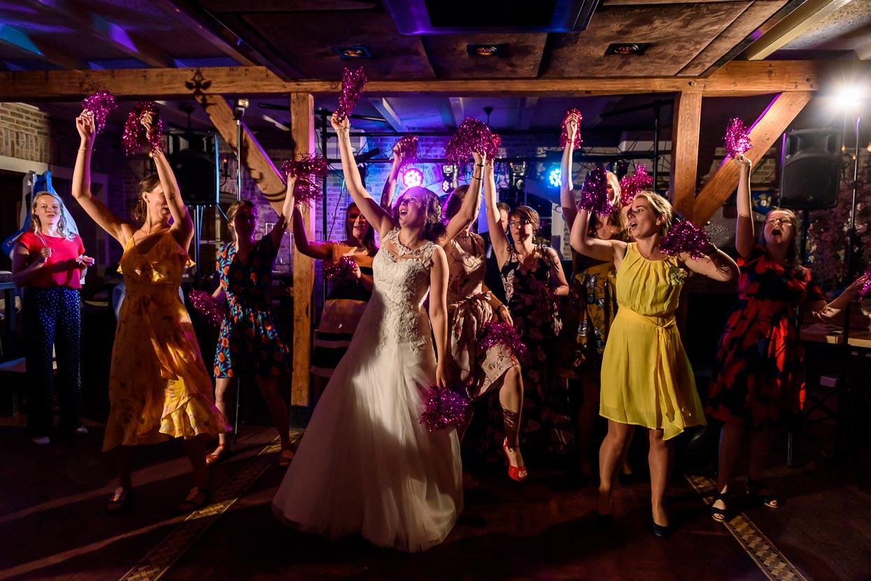 dansen op het trouwfeest bij de viersprong