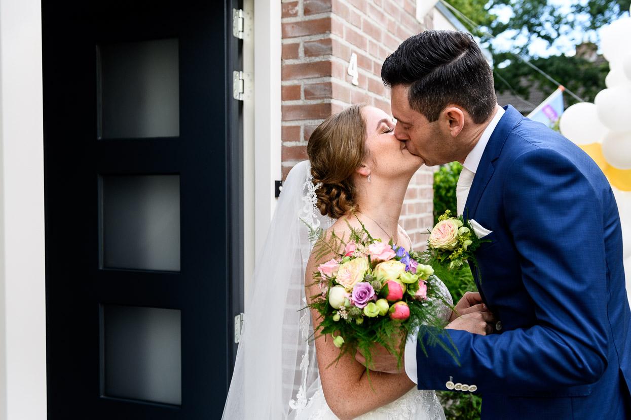 kus na de first look op je bruiloft