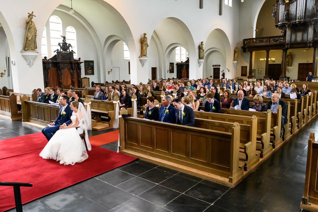 overzicht van de kerk bij een kerkelijk huwelijk