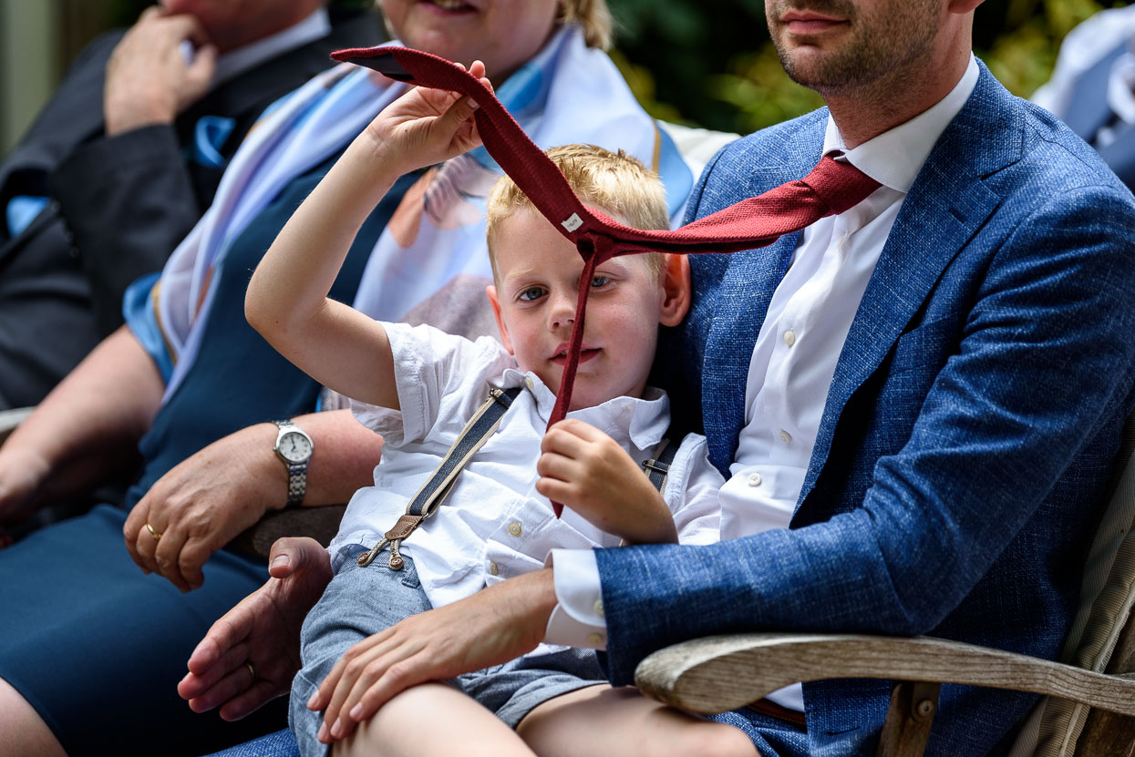 kinderen tijdens de ceremonie
