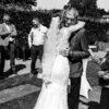 familieknuffels op een bruiloft