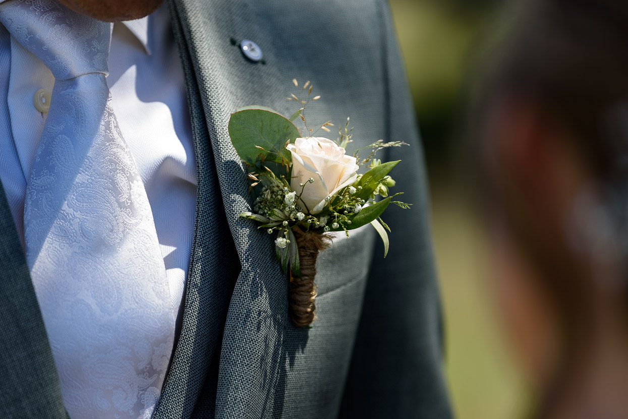 corsage op de bruiloft