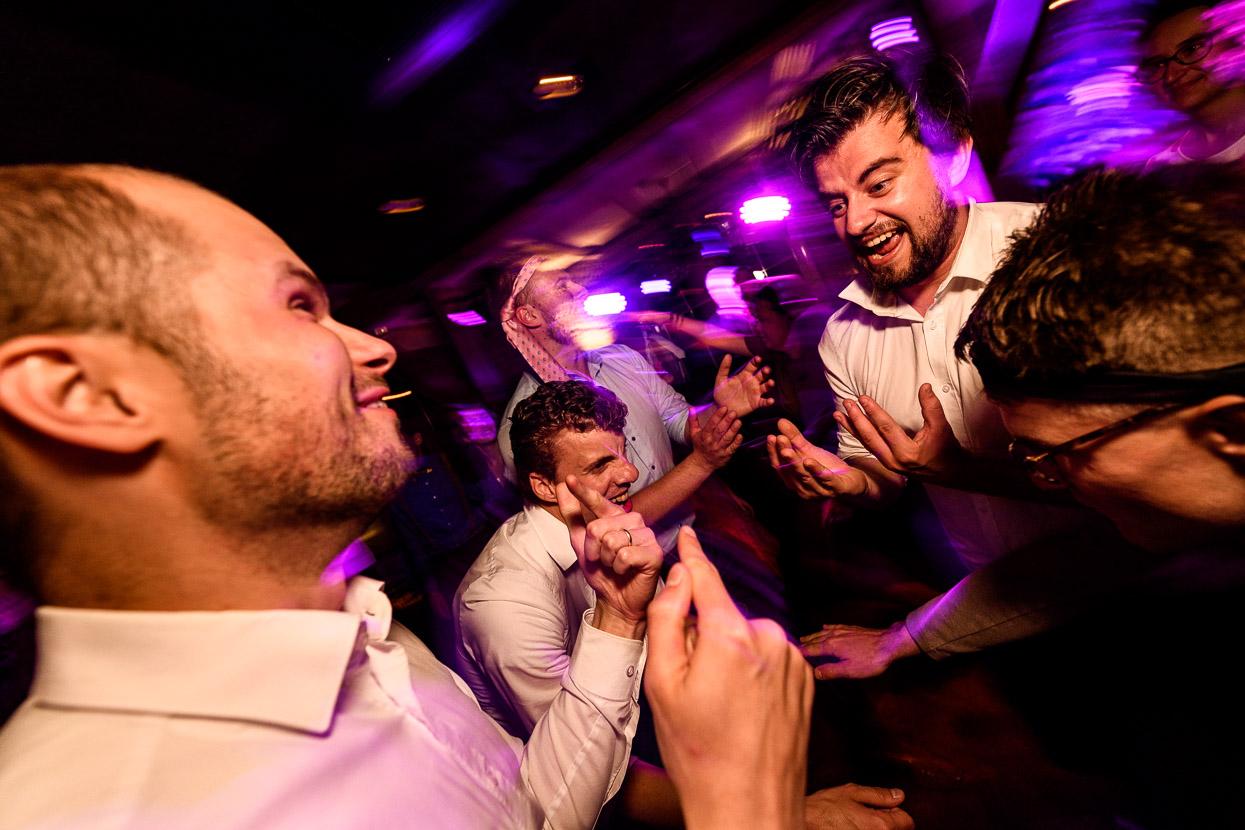 trouwfotograaf op het feest van je bruiloft
