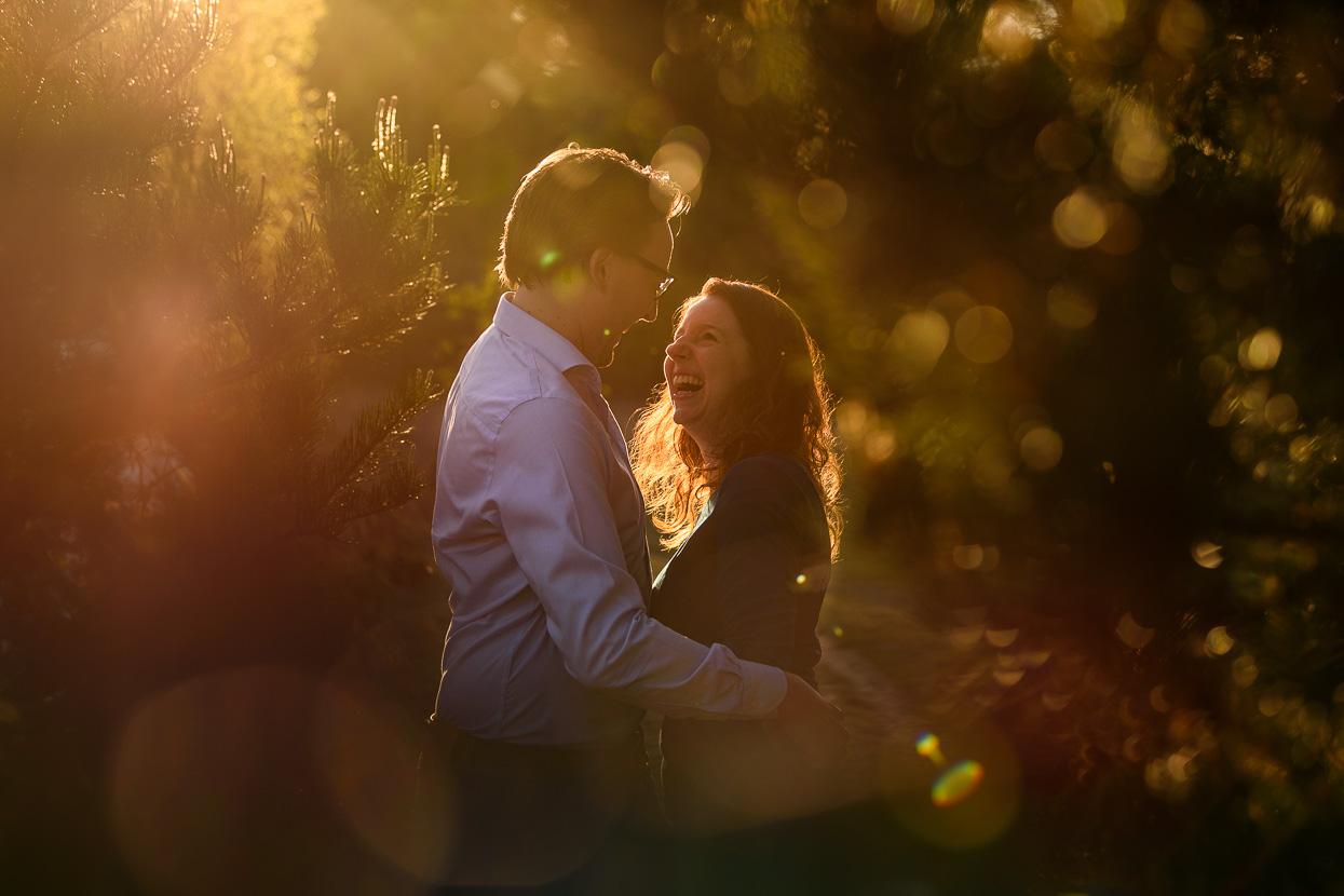 Loveshoot op de heide bij zonsondergang