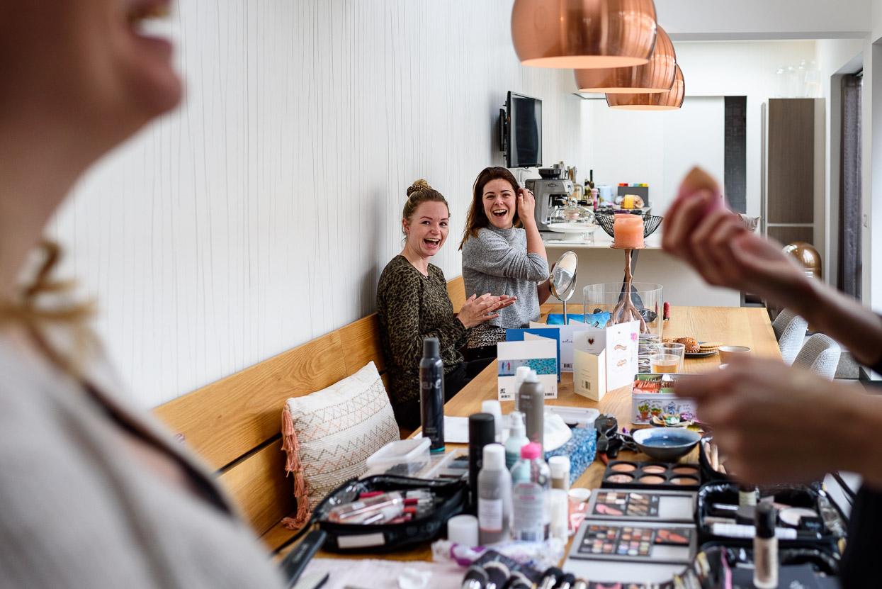 make-up bruid met vriendinnen